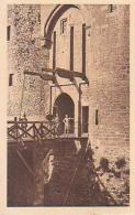 Militaria         199       Au Pont Levis Du Chateau - Militaria