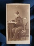 Photo CDV Anonyme - Second Empire,  Adolescent Lisant Un Livre, Vers 1870 L380 - Photos