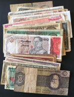 LOT  DE  50  BILLETS  USAGES  DU  MONDE , DANS   ETAT , A VOIR . - Coins & Banknotes