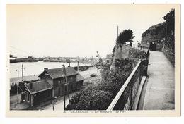 Cpa: 50 GRANVILLE (ar. Avranches) Les Remparts, Le Port N° 16 - Granville