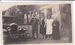 MINI-PHOTO--VOITURE---Avec La Belle Auto De Papa--Un Dimanche En Famille--voir 2 Scans - Photography
