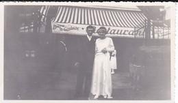 MINI-PHOTO---mariage Devant Le Restaurant  A ?--voir 2 Scans - Photographie