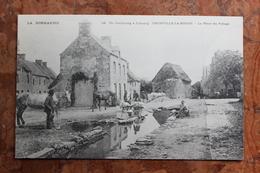 OMONVILLE LA ROGUE (50) - LA PLACE DU VILLAGE - DE CHERBOURG A JOBOURG - France