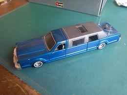 MAJORETTE Voiture Limousine Lincoln Contiental Bleue  N° 3045 Ech: 1/32 - Majorette