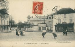 94 MANDRES LES ROSES / La Rue De Brunoy / - Mandres Les Roses