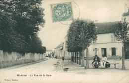 94 MANDRES LES ROSES / La Rue De La Gare / - Mandres Les Roses