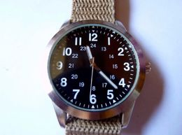 SUPERBE MONTRE 1970'S UNITED STATES ARMY  MARQUE EAGLEMOSS  BON ETAT FONCTIONNE   Diametre 40 Mm - Equipment