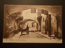 Carte Postale - HYERES (83) - La Rue Des Porches (2251) - Hyeres