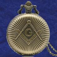 Montre Gousset Quartz Maçonnique Avec Symboles Equerre Sur Compas Et Lettre G - Franc-Maçonnerie - Watches: Bracket