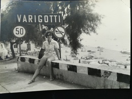 VOYAGE D UN COUPLE EN FRANCE -  ITALIE VARIGOTTI EN 1964 MER PLAGE JEUX MONTAGNES LOT 25 PHOTOS ORIGINALES NOIR -  BLANC - Places