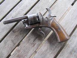 REVOLVER à BROCHE - Decorative Weapons