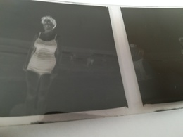 Deux  Pochettes Contenant Négatifs Pour 60 Photos En Noir -  Blanc Dont 34 Pour Voyage à Oury France En 1953 - Supplies And Equipment