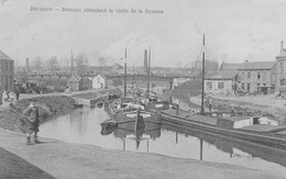 Jeumont.- Bateaux Attendant La Visite De La Douane. - Jeumont