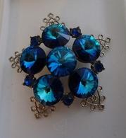 Broche Vintage En Forme De Flocon De Neige Stylisé Et Pierres Bleues - Broches