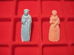 Lot De 2 Feves Anciennes En Céramiques Vernies Rose Et Bleu Roi ReineT.B.E. - Characters