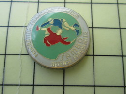 PIN1615a Pin's Pins : BEAU ET RARE : Thème SPORTS / FEDERATION FRANCAISE AMATEUR DE SAMBO DEFENSE PERSONNELLE - Judo