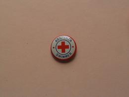 BEGINNER SWIMMER ( Red Cross ) Older Button / Pin / Speld / Epingle ( +/- 2 Cm. ) Zie Foto Voor Detail / Metal Button ! - Natation