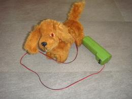 Chien Mécanique Fonctionne Pate Arrière A Remetre En Place - Toy Memorabilia