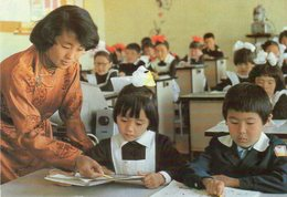 ~ Mongolie - Institutrice Avec Ses élèves ( Beaux Timbres) - Mongolie
