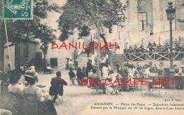 84 // AVIGNON    Palais Des Papes, Exposition Inductrielle, Concert Par La Musique Du 58 E De Ligne, Dans La Cour ** - Avignon