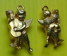 Fève Dorée Avec Bélière - Messagers Du 3 Iéme Millénaire - Ange Musicien à La Guitare - Réf AFF 2001 92 - Characters