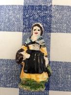 Feve Ancienne Maurin Grande Taille 5cm Femme Au Panier - Olds