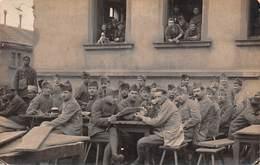 67 - Strasbourg - Carte Photo à Identifié 1920 - Les Militaires Au Repos - Belle Animation - Strasbourg