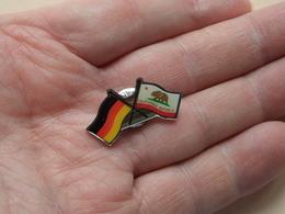 Drapeau / Flag > Californië / Duitsland ( Zie Foto ) Pin - Brooch ! - Pin's