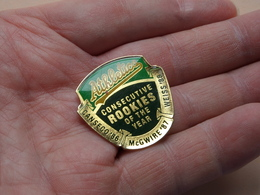 ATHLETICS : Consecutive ROOKIES Of The Year '86 - '87 - '88 Oakland / Unocal 76 ( Zie Foto / NO Card ) Pin - Brooch ! - Athlétisme