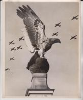 LONDON UNITED KINGDOM VICTORIA EMBANKMENT 1948  BOEING  B29 SUPERFORTRESS  25* 20CM  AEROPLANE  US AIR FORCE - Lugares