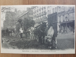 Paris Vécu.aux Halles.enlèvement Des Détritus.rare En Premier Tirage Et Parfait état - Straßenhandel Und Kleingewerbe