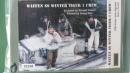 4 FIG  EN TENUE HIVER   SUR TIGER - Small Figures