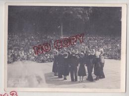 Au Plus Rapide Quimper Fête De Cornouaille Année 1950 Podium Et Assistance Beau Format Photographe Le Grand - Lieux
