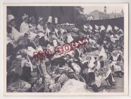 Au Plus Rapide Quimper Fête De Cornouaille Année 1950 Les Reines Coiffe Folklore Coiffe Beau Format Photographe Le Grand - Lieux