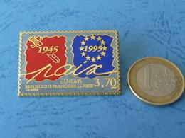 """Excellente Qualité Pour Ce Pin's Commémorant Le Cinquantenaire De La Fin De La 2ème Guerre Mondiale- """"Paix"""" - Army"""