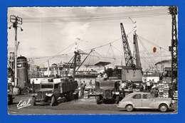 Boulogne Sur Mer 2 Cp Dentelées ( 14 X 9 Cm ) Les Quais ,  Le Déchargement Du Poisson . Une Tache Sur Chaque Cliché - Boulogne Sur Mer