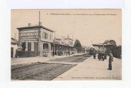Villers Cotterêts. Aisne. La Gare Avec Le Rapide Venant De Soissons. (2871) - Gares - Avec Trains