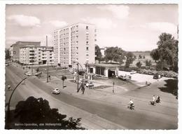 Deutschland - Berlin Spandau - Am Hafenplatz - Cars - Autos - BMW Isetta - Esso Tankstelle - Petrol Station - Spandau