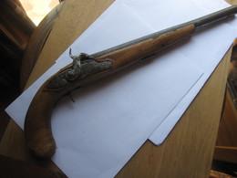 TRES ANCIEN PISTOLET DU 18 EME SIECLE - Decorative Weapons