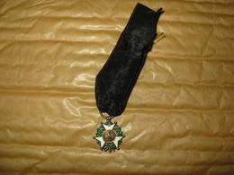 Médaille Miniature Avec Aigle Français Et Bene Merenti - Medals