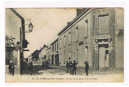 CPA (85) . Le Poiré Sur Vie. La Rue De La Gare Et La Poste.  (019) - Poiré-sur-Vie