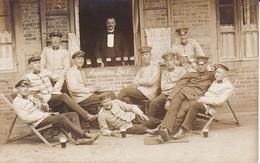 AK Foto Deutsche Soldaten Mit Biergläsern - American Bar - Photo Vahlendick, Lockstedter Lager - 1911 (34778) - Guerra 1914-18