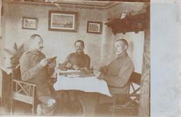 AK Foto Deutsche Soldaten Beim Kartenspiel - 1. WK (34779) - Guerra 1914-18