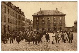 10è Régiment De Ligne - Arlon - Cour De La Caserne Léopold - 1933   - 2 Scans - Caserme
