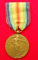 M02 Médaille Déco Honneur Militariat INTERALLIEE VICTOIRE 14-18 Overwinnings Medaille - Belgium