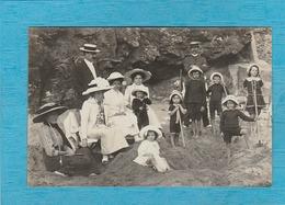 Carte Photo : Une Famille à La Plage En 1912. - ( Éditeur, E. Diétrich, Vanves ). - Cartoline