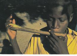 AFRIQUE,cote D'ivoire,abidjan,joueur De Flute Artisanale,enfant Aimant La Musique,rare,photo De B DESJEUX,rare - Côte-d'Ivoire