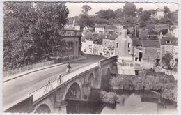 14 - PONT D'OUILLY - SUISSE NORMANDE - LE PONT SUR L'ORNE  ET LA RUE BRETAGNE - Pont D'Ouilly
