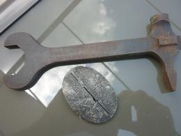 Cle Demontage  MG08/15  ET PLAQUE D IDENTITE 14 - 1939-45