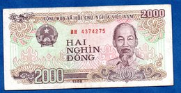 VIETNAM / Pick 107 / 2000 Dong 1980  / TB+ - Viêt-Nam